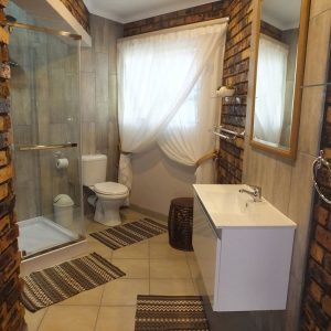 Family Self-catering Suite bathroom